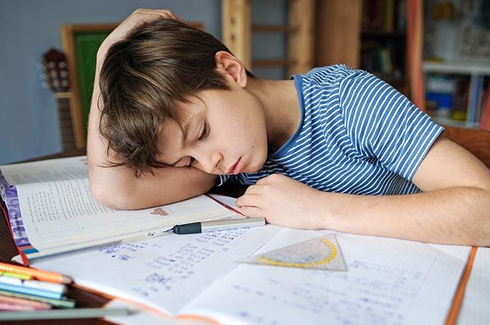 Compiti per casa: bambini stressati