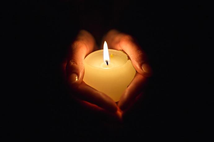 Per aumentare la concentrazione contempla la fiamma di una candela