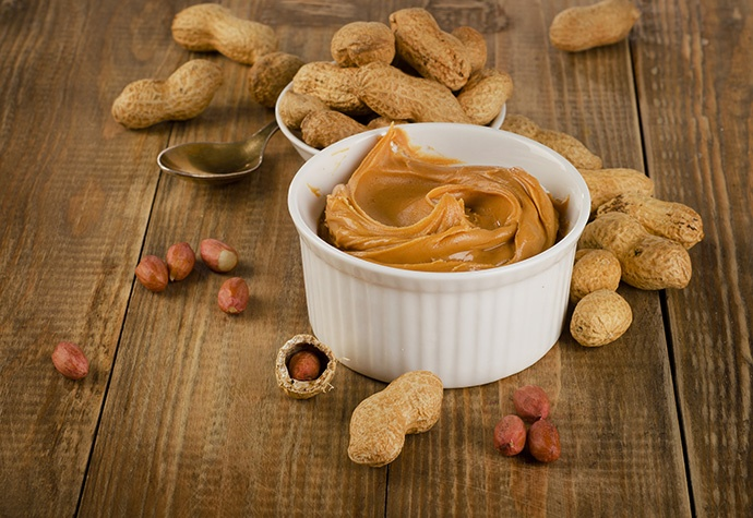 Insalata con salsa di arachidi