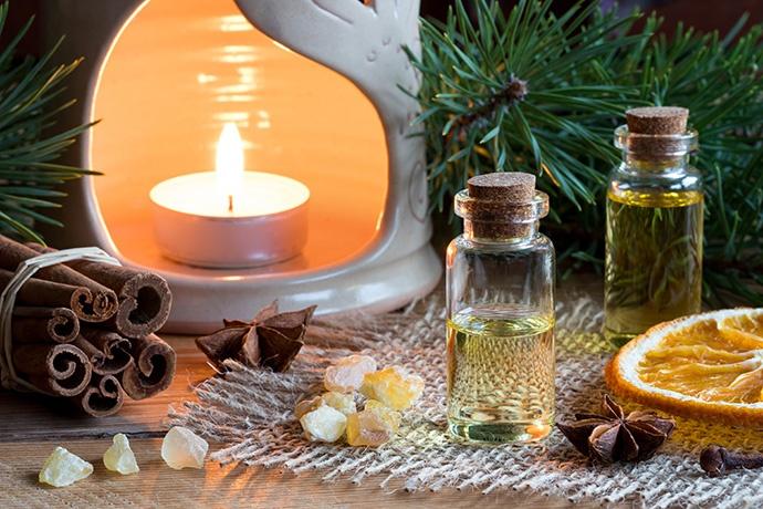 Oli essenziali per profumare la casa e l'ambiente a Natale