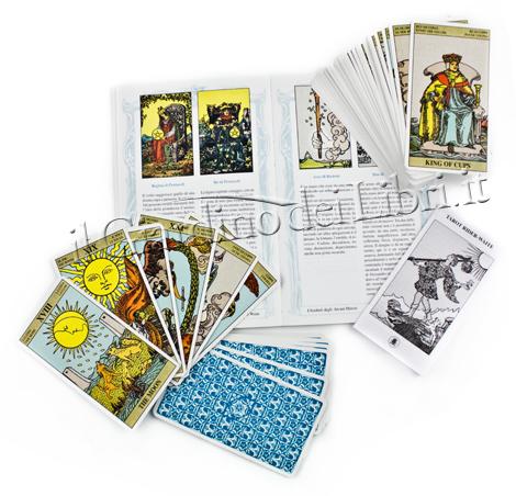 libro e carte tarocchi Rider Waite